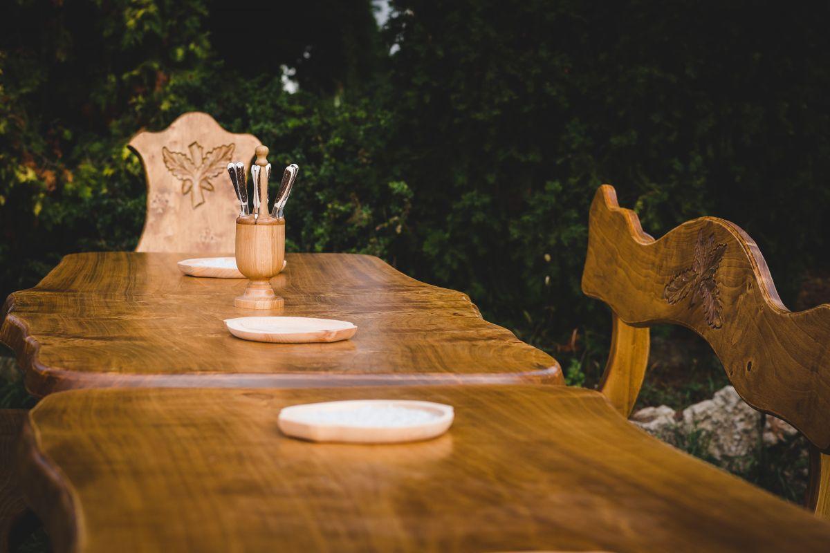 jagd und weinkeller m bel aus maserholz wohnen garten online webseite wohnen garten. Black Bedroom Furniture Sets. Home Design Ideas